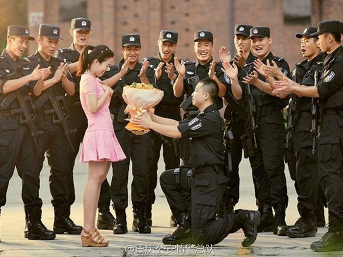 Chinese SWAT Officer Takes Wedding Photos At Work | Others