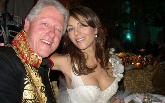 Bill Clinton Is The Commander In Chief Of Selfies