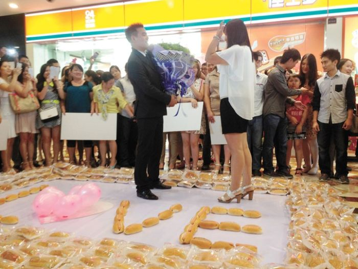 How To Propose Using 1,001 Hot Dogs