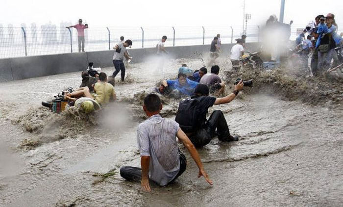 Tidal Wave In China Catches Citizens By Surprise