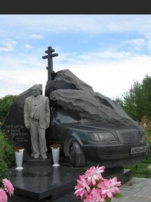 Russian Tombstones Have Some Serious SWAG