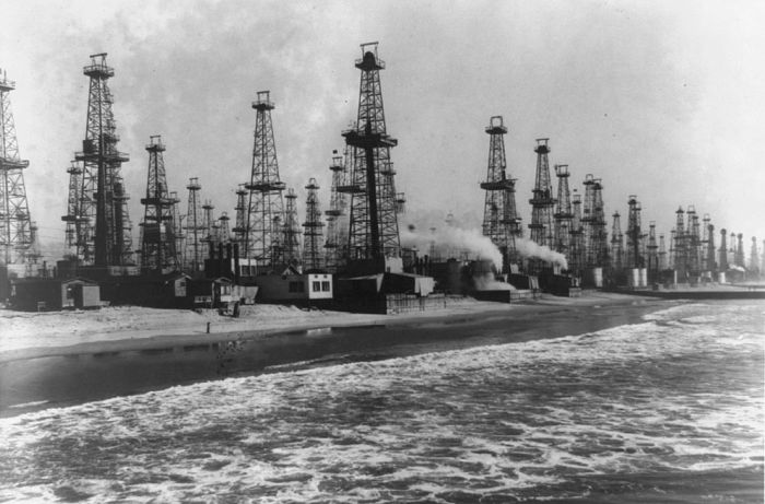 The Urban Oil Fields Of Los Angeles Are Disturbing