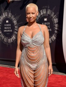 Amber Rose Shows Up Half Naked To The VMAs