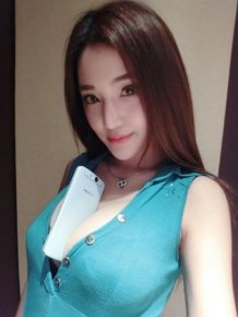 Gouy Zhingzhing Tests The Firmness Of Her Breasts