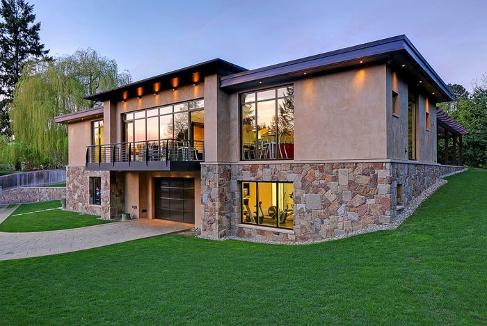 Mix Between A Mansion And A Garage