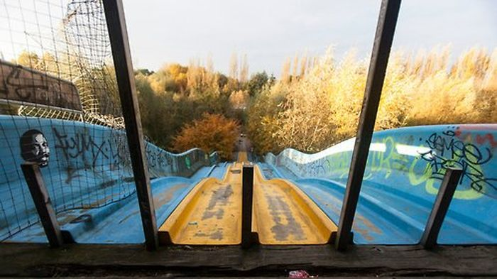 Haunting Photos Of An Abandoned Park