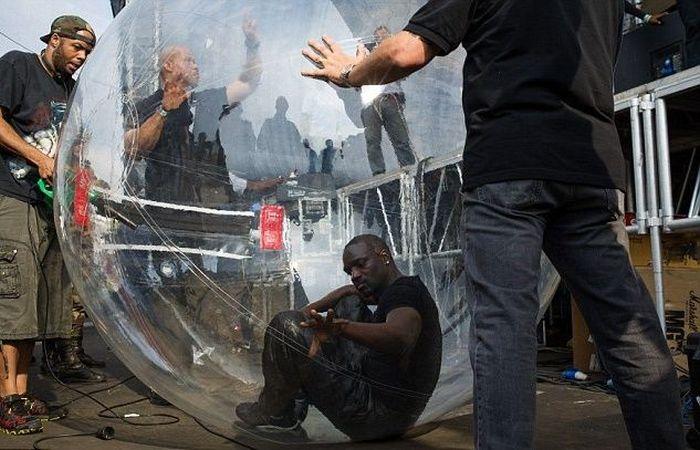 Akon Is The New Bubble Boy