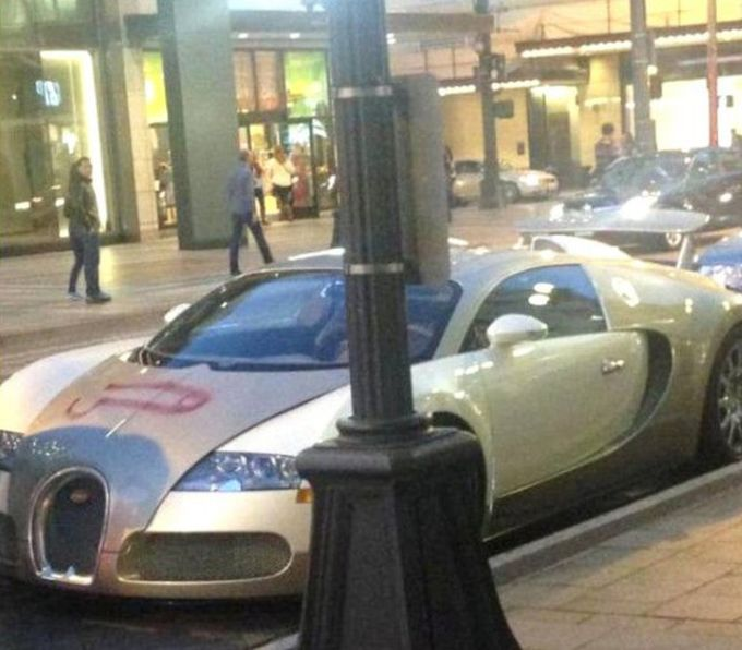Bugatti Veyron Gets An Unfortunate Picture Added To It