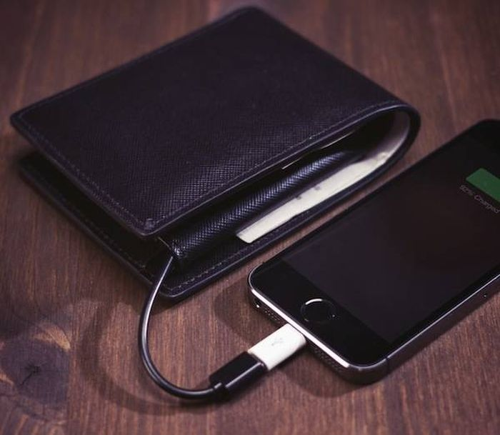 This New Wallet Charges All Your Electronics