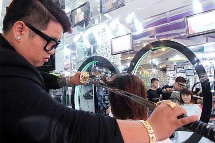 This Hairdresser Uses A Samurai Sword