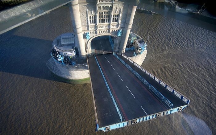 The New Tower Bridge Walkway In London Has An Amazing View
