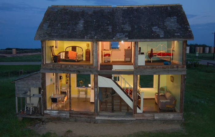 Old Canadian Farmhouse Turns Into A Real Dollhouse