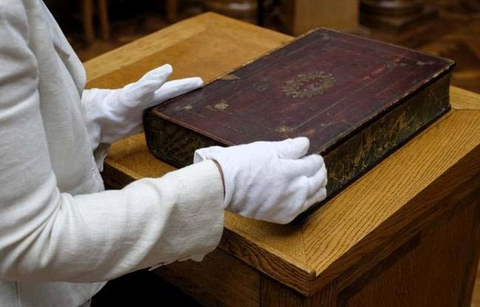 How People Used To Carry Around Their Book Collection