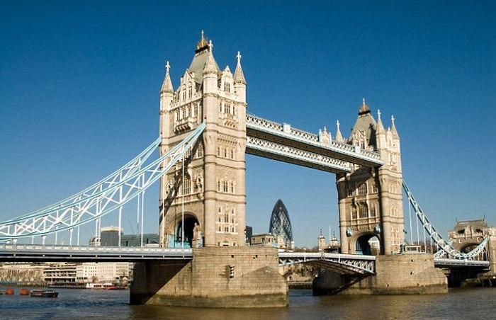 London's Tower Bridge Glass Walkway Smashed By Beer Bottle