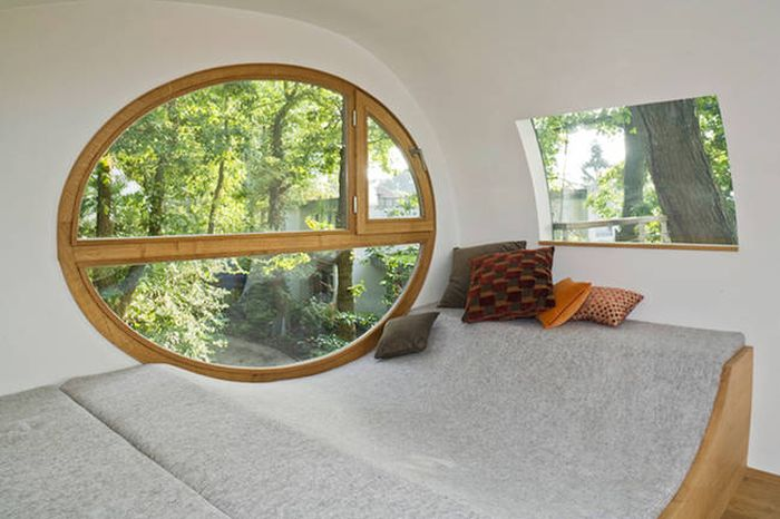 This Modern Tree House Is Simple But Awesome