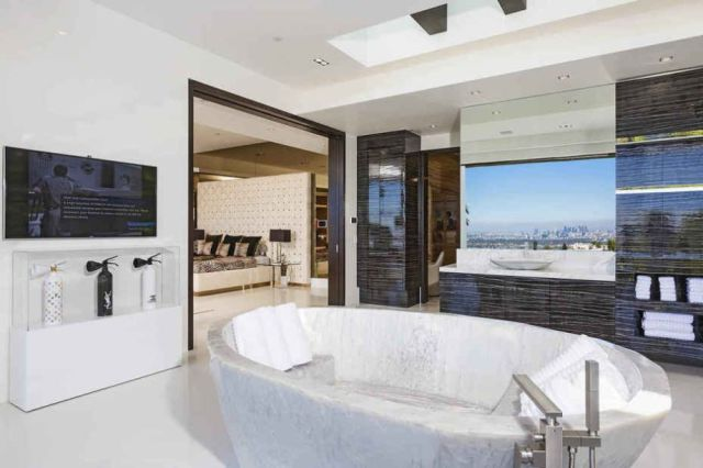 The Luxury Mansion Everyone Wants To Live In