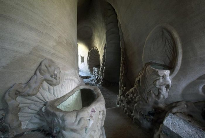 Artist Spends 10 Years Carving An Amazing Cave
