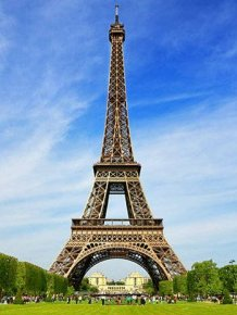 There's Something Hiding At The Top Of The Eiffel Tower