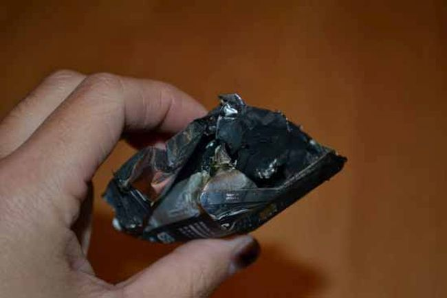 Samsung Phone Explodes While The Owner Is Sleeping