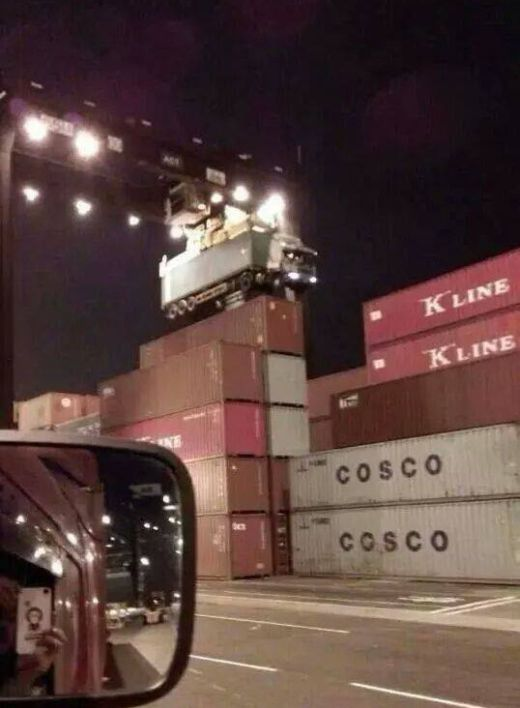 Truck Driver Forgot to Uncouple the Container