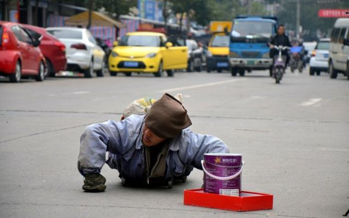 Disabled Chinese Beggar Is A Total Fraud