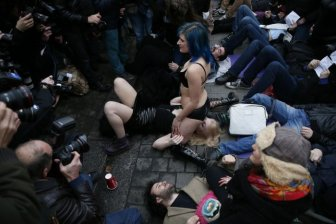 Porn Protesters Sit On Each Other's Faces In London