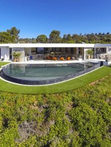 Minecraft Creator Purchases $70 Million Dollar Mansion In Beverly Hills