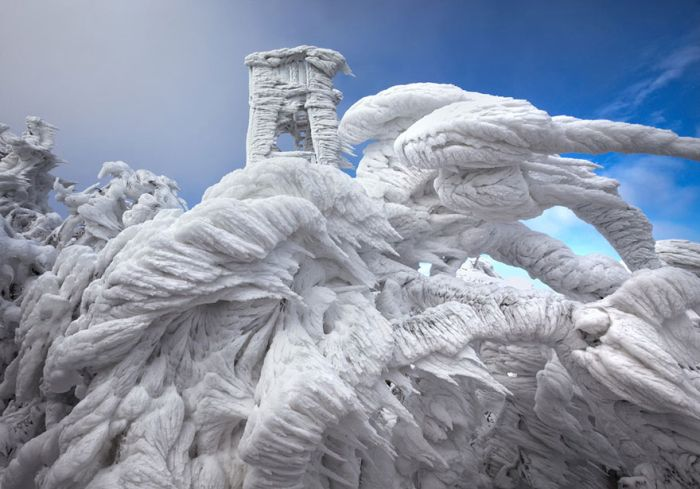 10 Days Of Extreme Weather Turn A Mountain Into Sheer Ice
