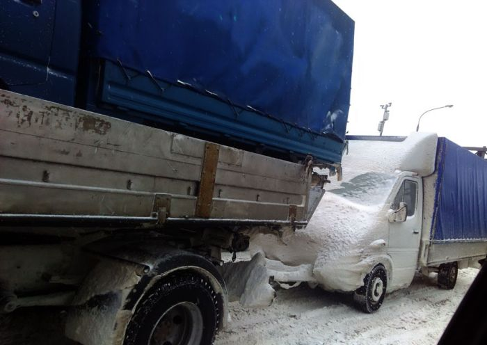 This Truck In Russia Was Just An Accident Waiting To Happen