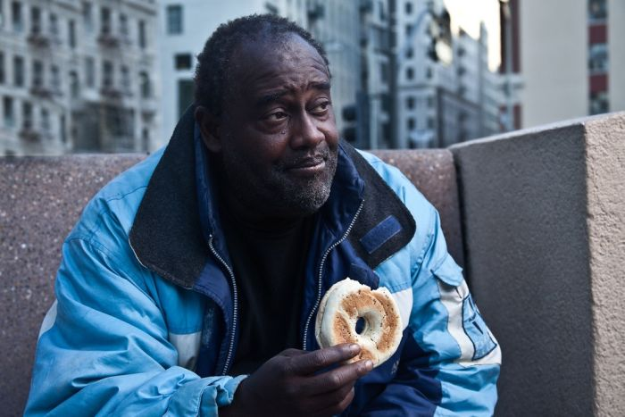 Photographer Is Helping The Homeless With The Bagel Project