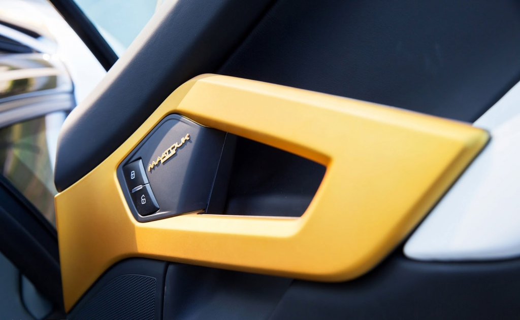 Golden Lamborghini Aventador