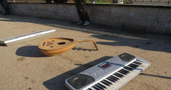 ISIS Police Give Musicians 90 Lashings For Playing A Keyboard