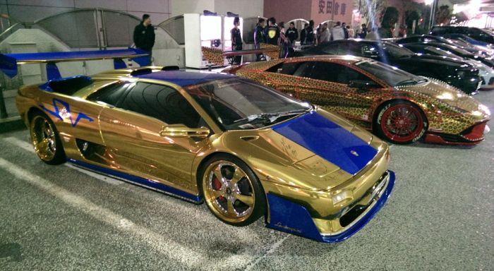 Check Out Japan's LED Lamborghini Mob