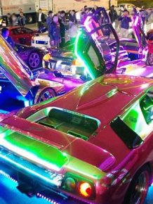Check Out Japan's LED Lamborghini Mob