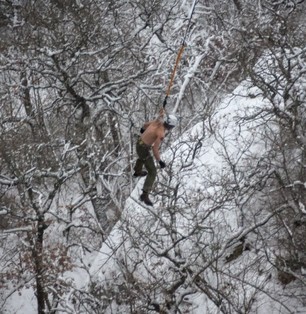 Man Hangs Off 62 Meter Cliff By His Skin