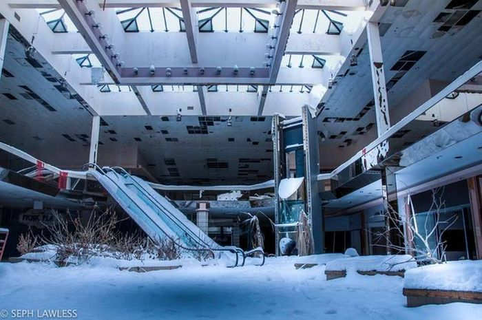 This Snow Covered Abandoned Mall Has Been Forgotten By Time