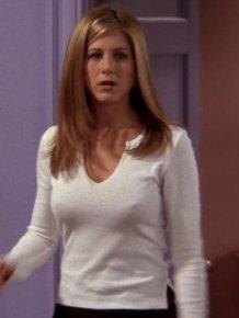 Jennifer Aniston shows nipples in 'Friends'