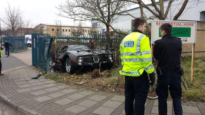 Driver Crashes His Friend's $1.5 Million Pagani Zonda GJ Into a Fence
