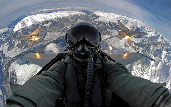 Pilots Know How To Take Extreme Selfies