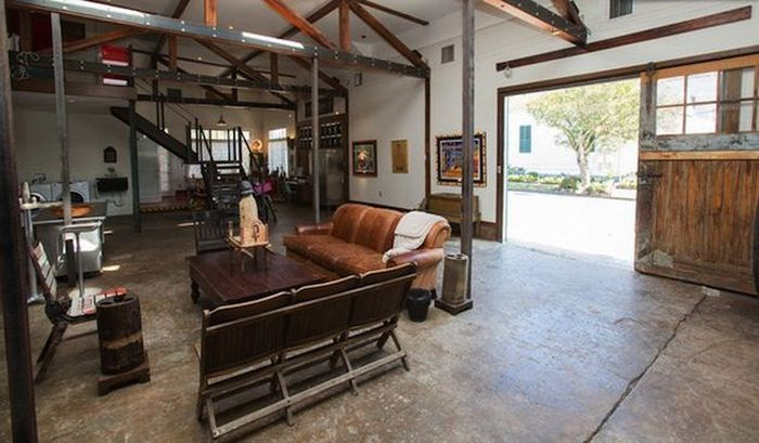 Man Turns Gas Station Into The Ultimate Bachelor Pad
