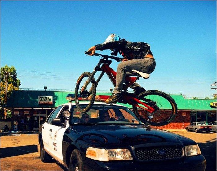 Bike vs Police