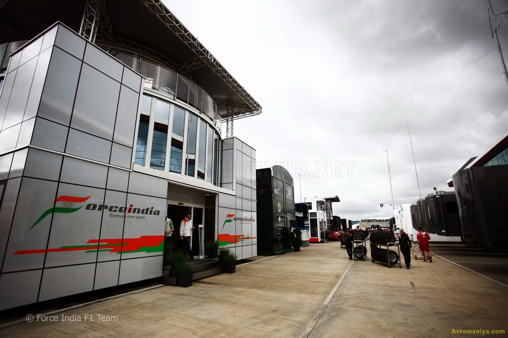 Behind the scenes of Formula 1, Great Britain 2011 - Qualification