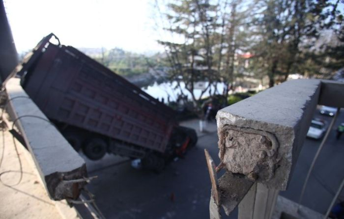 The Driver Of This Truck Is Lucky To Be Alive