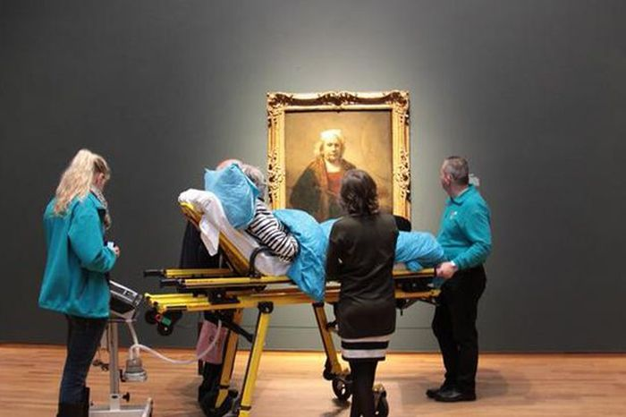 Ambulance Workers Take Terminally Ill Patient To See Her Favorite Painting