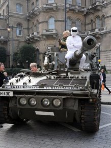 Top Gear Fans Deliver A Petition To Bring Back Clarkson With A Tank