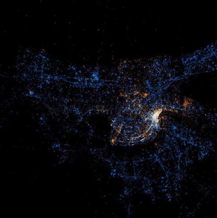 Flickr and Twitter Maps Activity around the Globe