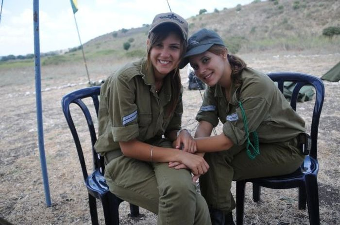 Pretty Girls Of The Israeli Army