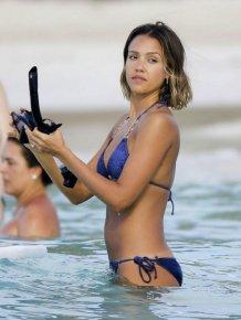 Jessica Alba Shows Off Her Beach Body In A Bikini