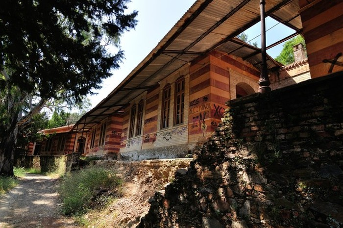 This Abandoned Colony In Greece Was Built For A Strange Purpose