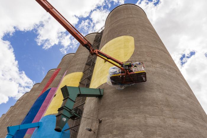 Grain Silos In Western Australia Get A New Paint Job